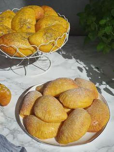 Mrkvové taštičky s tvarohom | Recepty - Mykitchendiary.sk Pretzel Bites, Hamburger, Bread, Food, Basket, Brot, Essen, Baking, Burgers