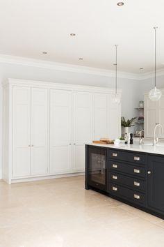 Open Plan Luxury Kitchen, London - Humphrey Munson Kitchens #kitchen #design…