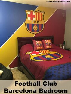 34 Modern Kids Soccer Bedrooms Design Ideas That Your Kids Will Like It - Most boys love sports of almost any kind. Some have one preference over another of course, and others just love any kind of sports. So decorating thei. Football Theme Bedroom, Boys Football Bedroom, Football Rooms, Fc Barcelona, Equipe Do Barcelona, Barcelona Soccer, Soccer Room, Soccer Theme, Kids Soccer