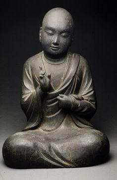 Hermosa talla esta de un monje budista.