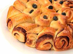 #γλυκόψωμί #σοκολάτα #sweetbread #chocolate #nostimiesgiaolous Greek Recipes, Pretzel Bites, Cinnamon Rolls, Bagel, Deserts, Food Porn, Bread, Chocolate, Breakfast