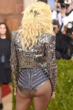 Lady Gaga attends the 'Manus x Machina: Fashion In An Age Of Technology' Costume Institute Gala at Metropolitan Museum of Art on May 2016 in New York City. Metropolitan Museum, Chica Punk, Embellished Bodysuit, Lady Gaga Photos, Divas, New York City, Women In Music, Costume Institute, Atelier Versace