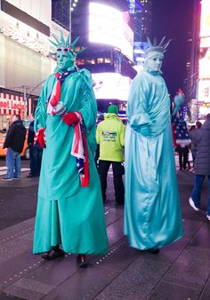 In Times Square, you can see the Statues of Liberty!! #TimesSquareNYC