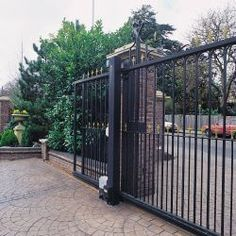 Alekogates is leading slide Gate Opener supplier, offers a large selection of Gate Openers, Electric Gates for commercial and residential purpose. Electric Driveway Gates, Wrought Iron Driveway Gates, Metal Garden Gates, Electric Gates, Iron Gates, Gates Driveway, House Gate Design, Gate House, Fence Design