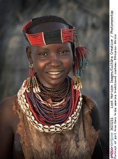 Portrait of girl from Karo tribe wearing traditional costume, Ethiopia, Africa -- Adolescence Afrique Ages Bonheur Boule Campagne Chapeau Coiffe Enfance Enfant Femme Fierté Image De Soi Innocence Jour Loisirs Personnage Personnes Féminines Phénomène Naturel Portrait Poser Sentiment Sourire Une Seule Personne Vie Voyage Vue De Face Vêtement