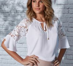 White blouse, lace sleeves vestidos robe fashion, couture y chemisier in ya Blouse Styles, Blouse Designs, Sewing Blouses, White Lace Blouse, Summer Blouses, Blouse And Skirt, Beautiful Blouses, Lace Sleeves, Lace Tops
