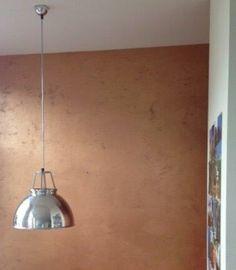 """Wand met """"koper"""" verf. Een echte blikvanger. http://www.linova.nl/zoek.aspx"""