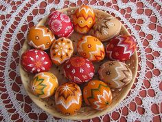 Veľkonočné dekorácie, galéria | Artmama.sk Happy Easter Wishes, Knitting Patterns, Breakfast, Food, Easter Activities, Morning Coffee, Knit Patterns, Essen, Meals
