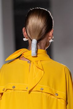 Proenza Schouler Spring 2020 Ready-to-Wear Fashion Show Details: See detail photos for Proenza Schouler Spring 2020 Ready-to-Wear collection. Look 41 Catwalk Hair, Runway Hair, Fashion 2020, Look Fashion, Fashion Show, Fashion Hair, Vogue Paris, Sleek Ponytail, Edgy Chic