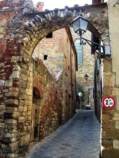 LUCIGNANO (Toscana) - Italy - by Guido Tosatto
