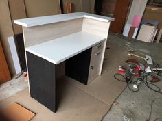 Office Table Desk, Laundry Room Design, Laundry Shop, Clothing Store Interior, Shop Counter Design, Room Partition Designs, Counter Design, Office Table Design, Interior Wall Design
