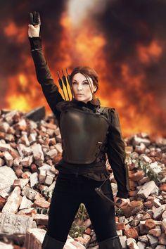 Katniss Everdeen Cosplay http://geekxgirls.com/article.php?ID=6069