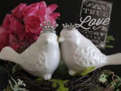 Wedding cake topper, this 2 piece set of love birds cake topper is perfect for bird lovers. Each bird is made of white ceramic and embellished
