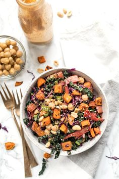 This easy superfood KALE SALAD is topped with chickpeas, chickpeas and a spicy thai almond butter dressing! Simply Quinoa #superfoodsalad #kalesalad #simplyquinoa
