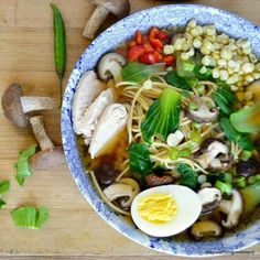 Miso-Ramen mit Shiitake und Hühnchen