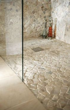Bodenbelag für Dusche im Wellnessbereich Pebble Tile Shower Floor, Pebble Tiles, Rock Shower, Shower Bathroom, Mosaic Bathroom, Master Bathroom, Laundry In Bathroom, Washroom, Warm Bathroom