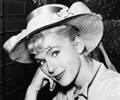 TV actress Photographs ARMY DAY - 15 JANUARY PHOTO GALLERY  | PBS.TWIMG.COM  #EDUCRATSWEB 2020-05-11 pbs.twimg.com https://pbs.twimg.com/media/DTmVNuhV4AAidBL.jpg