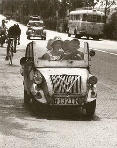 Biscuter en la autovía de Castelldefels (1962) - Xavier Miserachs