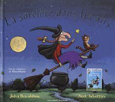 """""""la sorciere dans les airs"""" La sorcière était rousse, elle avait une longue tresse, un chapeau noir très haut et un chat plein d'adresse. Le chat ronronnait fort, la sorcière souriait, tandis que dans les airs s'élevait leur balai."""