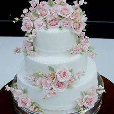 Wedding cake at Wedding Bouquets, Wedding Cakes, Bolo Floral, Dress Cake, Occasion Cakes, Piece Of Cakes, Sugar Flowers, Frosting Recipes, Gum Paste