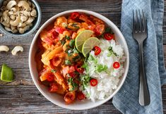 Thai Red Curry, Chili, Food And Drink, Lunch, Cookies, Ethnic Recipes, Cilantro, Spinach, Red Peppers