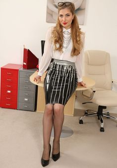 my favorite office and beauty clothes: Foto Latex Wear, Sexy Latex, Latex Outfit, Strong Women, Sexy Women, Sexy Blouse, Mermaid Skirt, Latex Girls, Jolie Photo