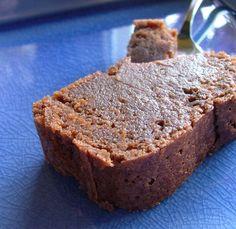 Fondant choco chataignes______________________pour un moule à cake de 8×20 250g de crème de marrons* 50g de chocolat noir 40g de beurre 1cs d'arrow root (ou maïzena)