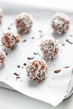 Australia Day is just around the corner and so that means BBQ's, pavlova, fish and chips and these Lamington Bliss Balls.These Lamington Bliss Balls are yummy,super easy to make and tick most of the boxes.
