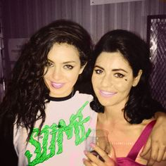 Charli XCX + Marina from Marina and the Diamonds this is one of the best photos ever next to mj with a tiger