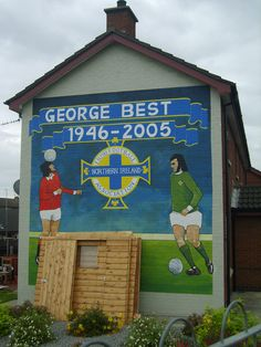 This mural replaced one of Billy Wright, and is at Clounagh in Portadown. George Best played for Manchester United and Northern Ireland in his time. Northern Irish, Northern Ireland, Belfast, Manchester United Legends, Ireland Pictures, City Of God, In His Time, Ireland Homes, James Joyce