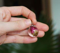 Купить кулон с настоящим бутоном розы в ювелирной смоле