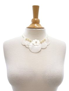 Tahitian Shell Necklace [5 Round Mother Of Pearl/White]
