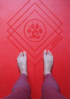 Review Esterilla de Yoga | Yogi Bare Paws | Elegir esterilla de yoga | Yoga mat | YoguiPrincipiante.com Yoga Inspiration, Meditation For Beginners, Yoga Mats, Accessories