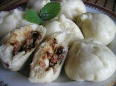 Chinese steamed meat buns 包