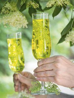 """Bezalkoholowy kwiatowy """"szampan"""" - z kwiatów czarnego bzu - przepis - Mojegotowanie.pl Decoupage, Food Porn, Smoothie, Food And Drink, Menu, Baby Shower, Drinks, Cooking, Tableware"""