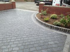 For a sleek and stylish driveway with minimal maintenance, see how our Drivesys . - For a sleek and stylish driveway with minimal maintenance, see how our Drivesys Split Stone transfo - Front Garden Ideas Driveway, Block Paving Driveway, Resin Driveway, Cobblestone Driveway, Brick Driveway, Driveway Landscaping, Driveway Design, Driveway Entrance, Resin Patio