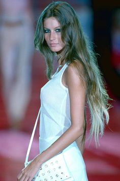 Gisele Bündchen — When Gisele made her debut on the modeling scene in the late there was a lot of talk about her smokin' hot body, but we couldn't stop staring at her hair Gisele Bündchen, Beard Growth Oil, Hair Growth Oil, Hair Twist Styles, Long Hair Styles, Twist Hairstyles, Hairstyle Men, Formal Hairstyles, Wedding Hairstyles