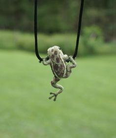 Tiny Frog Necklace - needle felted  Wish I knew how to make something like this. I've 3 Sisters who need this. ja ja ja.