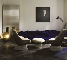 contemporary modern interior with warren platner lounge chairs by knoll (elle decor spain)