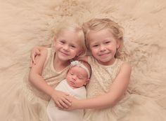 Natalie D'Aoust Photography - Edmonton Newborn Photographer - #babyphotos #newbornphotographyideas #newbornprops #newborn #bestnewbornphotos #siblings #siblingphotos #newbornwithsiblings