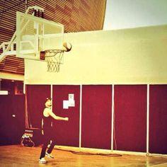 One Direction: Liam Payne jugó basket en el Estadio Nacional.