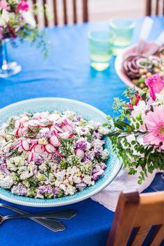 Värikäs kukkakaalisalaatti Gluten Free Recipes, Treats, Fresh, Table Decorations, Glutenfree, Food, Home Decor, Party, Sweet Like Candy