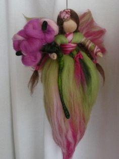 Elfe aus Märchenwolle*Frühling*Waldorf Art von HolzWolle-SpielKunst auf DaWanda.com