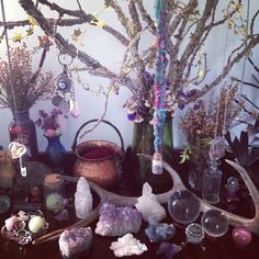 Serpent eros / Sacred Spaces altar - pagan - witch - Pinned by The Mystic's Emporium on Etsy Crystal Magic, Crystal Healing, Crystal Altar, Crystal Decor, Crystal Ball, Meditations Altar, Witch Aesthetic, Flowers Nature, Book Of Shadows