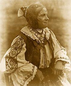 Folk Costume, Costumes, Transylvania Romania, Fashion Now, Traditional Outfits, Hair Inspiration, Folk Art, Ethnic, Braids