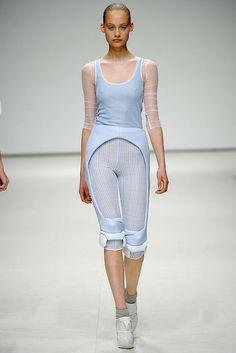 Louise Goldin Spring 2009 Ready-to-Wear Fashion Show - Queeny Van der Zande