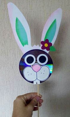 30 Crafts with CDs for children - Student On - Einrichtungsstil Crafts With Cds, Christmas Crafts For Kids To Make, Bunny Crafts, Easter Crafts For Kids, Diy Arts And Crafts, Summer Crafts, Preschool Crafts, Diy For Kids, Paper Crafts