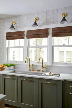 Green Kitchen Cabinets, Kitchen Cabinet Colors, Kitchen Redo, Home Decor Kitchen, Kitchen Interior, Home Kitchens, Dark Cabinets, Neutral Cabinets, Kitchen Ideas