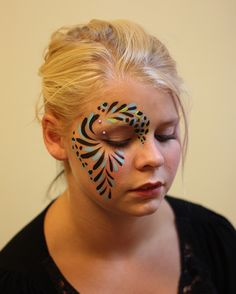"awesome football game ""face paint"" ideas - Google Search Face Painting Designs, Body Painting, Rave Face Paint, Football Face Paint, Tinta Neon, Festival Paint, Club Makeup, Fair Face, Concert Looks"