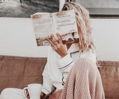 love photoshoot Currently Covetting: A Few Cozy Things You Need This Fall Book Photography, Lifestyle Photography, Morning Photography, Photography Hashtags, Photography Challenge, Photography Branding, Photography Editing, Photography Services, Creative Photography